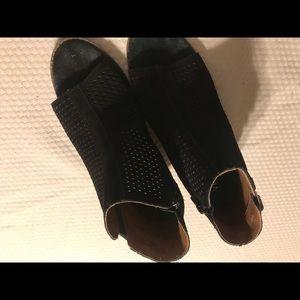 Vionic black booties